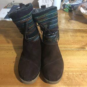 Toms Nepal Lace Wrap Tie Faux Fur Lined Boots
